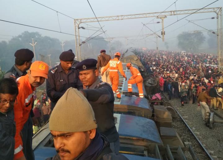 सीमांचल एक्सप्रेस हादसा: मरने वालों के परिजनों को पांच- पांच लाख रुपए का मुआवजा
