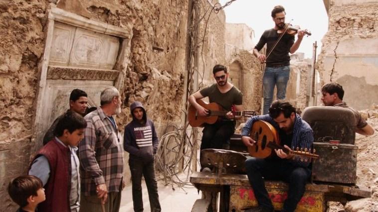 इराक में IS द्वारा प्रतिबंधित संगीत के बाद वॉर जर्नलिस्ट ने इंस्ट्रूमेंट्स कलेक्ट कर इराकी संगीतकारों को डोनेट किया