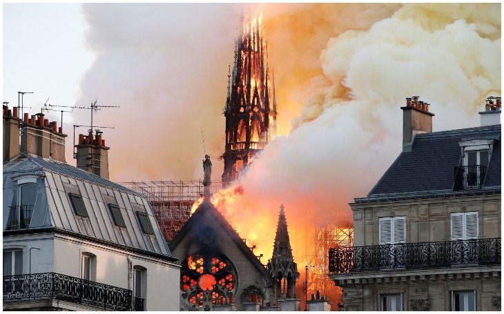 पेरिस के नोट्र-डाम चर्च में भयंकर आग, 800 साल पुरानी धरोहर जलकर खाक