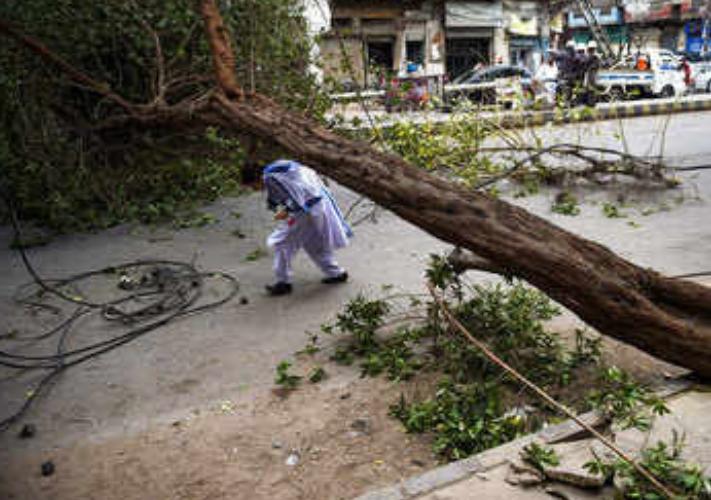 भारी आंधी- तूफान ने देशभर में मचाई तबाही, एलर्ट किया गया जारी!